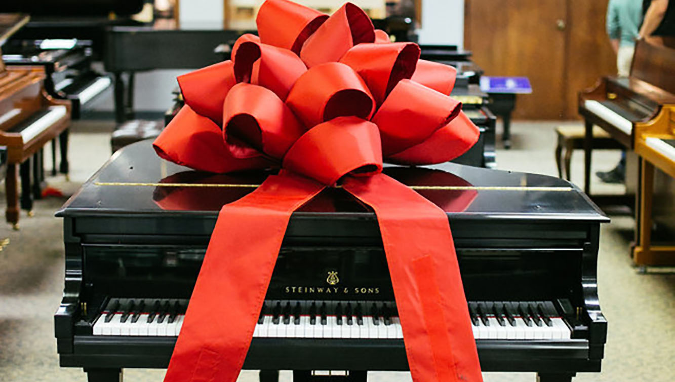 piano with bow